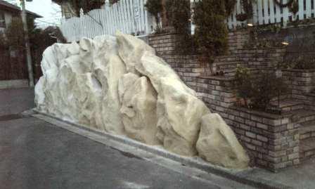 擬岩の色モルタル塗り
