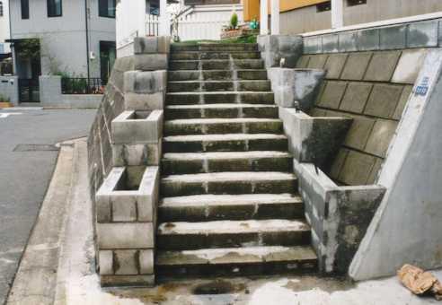 アプローチ階段を作る! その2 花壇作り