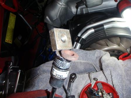 エアコンコンプレッサーのボルト留め