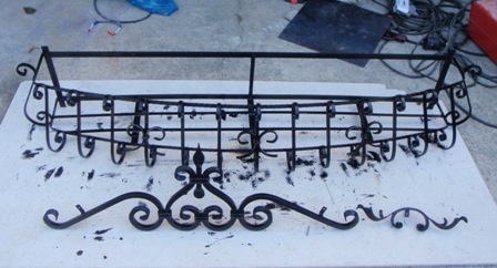 ロートアイアンフラワーボックスの塗装です (6)